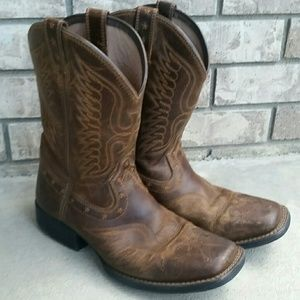 29851c29518 Ariat kids cowboy boots with nice stitching